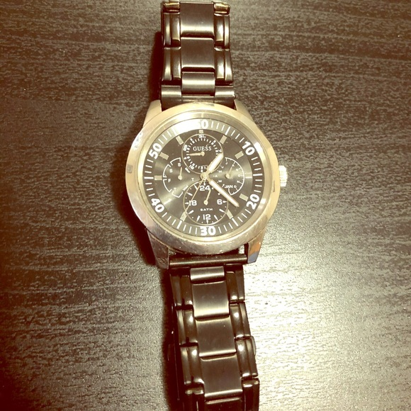 GUESS branded men's wrist watch (SS)